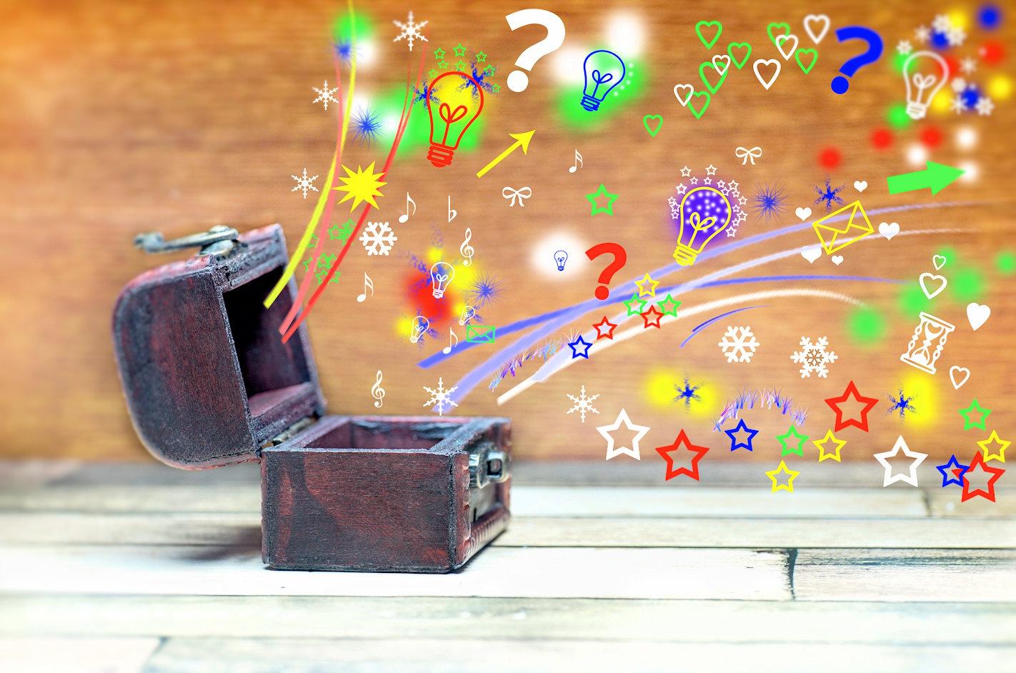 箱からお宝があふれている様子